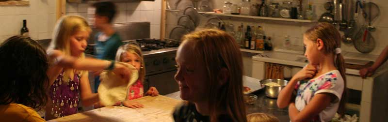 Special cooking courses for families, fantastic children food.
